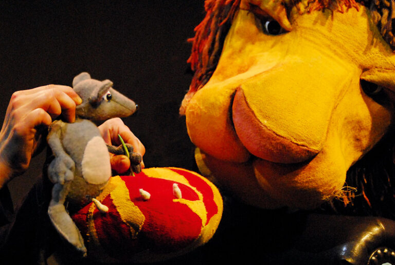 """BISS Husum: Kindertheater des Monats: """"Der Löwe und die Maus"""""""